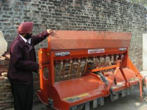 Er. Iqbal Singh from KVK, Sangrur explaining the features of the Happy Seeder that helps sowing wheat in standing rice stubbles